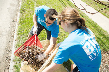 SUNY Cortland Students Roll Up Sleeves for Service