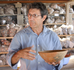 Archeologist to Theorize on Mayan Artifacts
