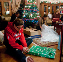 SUNY Cortland Students 'Adopt' Local Families