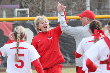 Lenhart Earns Milestone 900th Win