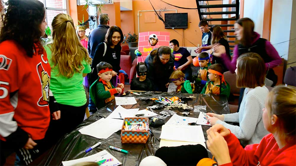 Students gather to do Halloween activities